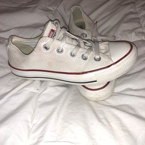Converse low top classic red and white